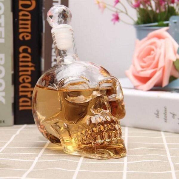 The carafe of the crystal skull will immediately become an indispensable accessory for every party.