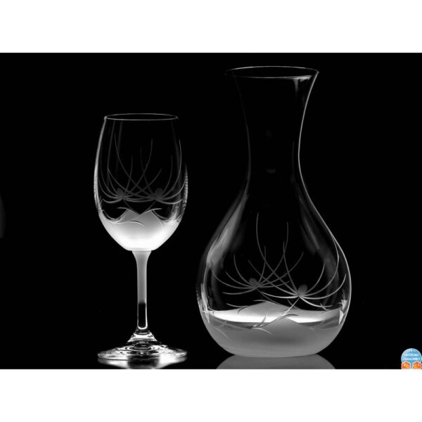 The Swarovski wine carafe will delight you with modern cut glass decorated with original Swarovski Elements crystals.