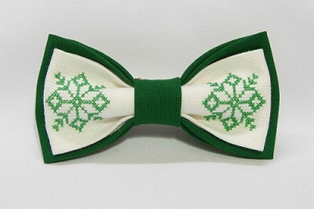 Bow tie made of fabric, on which the needlework, size: 6 cm x 12 cm